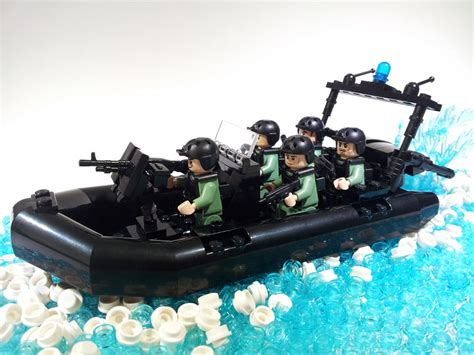 Lego Boat Base by Tiny Lego Like Masterpieces Tribute To Veterans