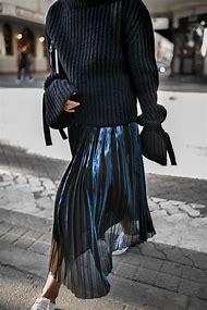 Black Pleated Skirt Street-Style
