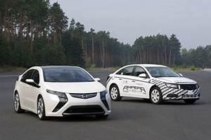 Opel Ampera Commercialisation : opel d bute les tests de l 39 ampera ~ Medecine-chirurgie-esthetiques.com Avis de Voitures