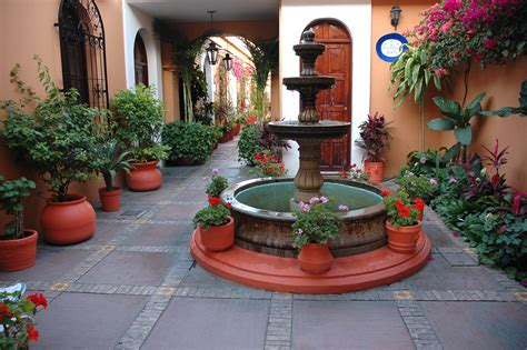 mexican style patio design patios mexicanos by alejandraferrar on pinterest mexican hacienda courtyards and haus