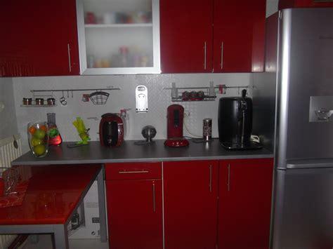 cuisines rouges cuisine gris moderne dé cuisine