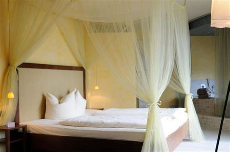 how to drape a canopy bed sheer canopy bed drape loverelationshipsanddatingcom