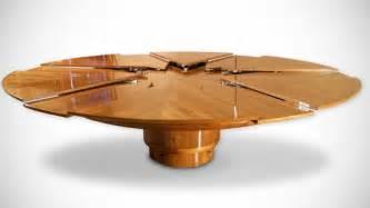 Der innovative, ausziehbare Esstisch Fletcher Capstan aus Massivholz