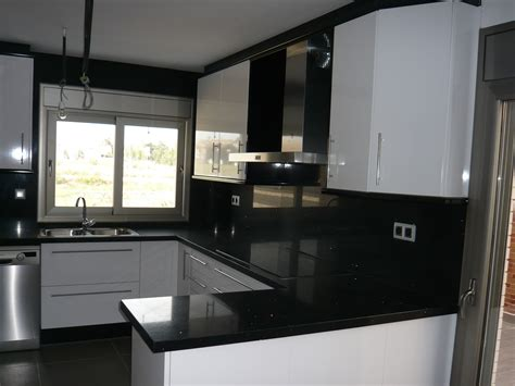 reuscuina cocina de formica blanca negra