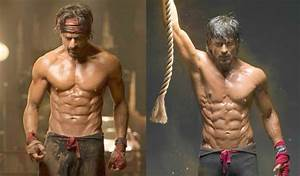 Happy New Year | Shahrukh Khan Eight-Pack Abs - YouTube