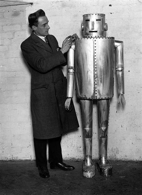 Pin by Alessia Cecchet on QE | Vintage robots, Robot