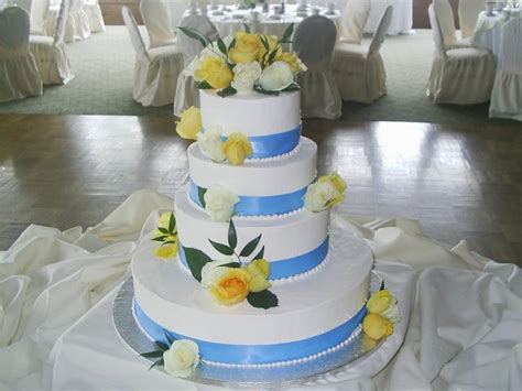 Bright Color Wedding Cakes With Fresh Yellow Roses And