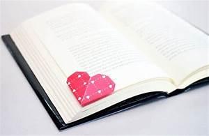 Marque Page En Papier : marque page fabriqu par pliage de papier en forme de coeur activt s avec les enfants ~ Melissatoandfro.com Idées de Décoration