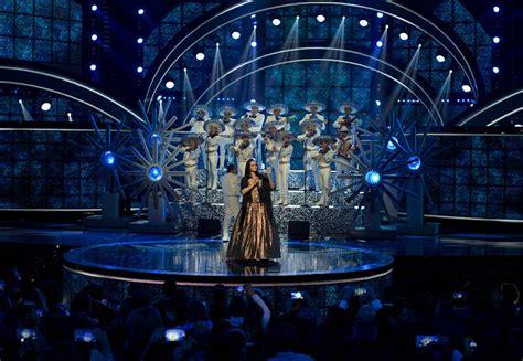 Enrique Iglesias arrasa en los Latin American Music Awards ...