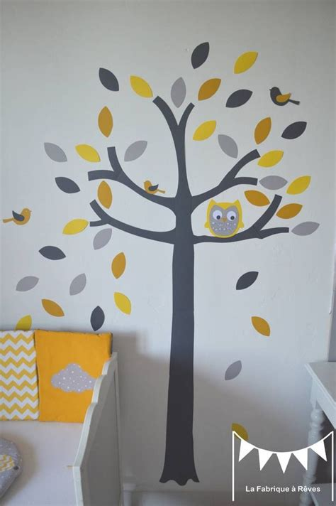 theme chambre b b mixte les 25 meilleures idées concernant chambres de bébé jaune