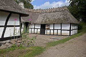 File:Old country house.jpg