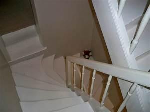 escalier peint en gris et blanc 20171017042220 tiawukcom With peindre escalier bois en blanc 2 relookage escaliers atelier couleur et bois