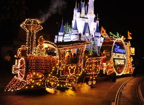 light parade disneyland electrical parade versus spectromagic which