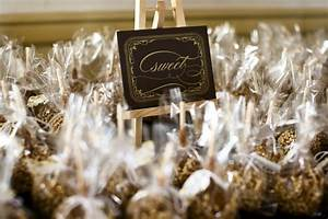 Fly me to the moon fabulous fall wedding favors for Caramel apples wedding favors