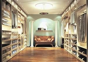 Wie Groß Sollte Ein Begehbarer Kleiderschrank Sein : luxus begehbarer kleiderschrank bedarf oder verw hnung ~ Markanthonyermac.com Haus und Dekorationen
