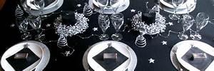 Set De Table Argenté : id es de d coration de table pour un no l toil en argent et noir ~ Teatrodelosmanantiales.com Idées de Décoration