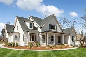 4-Bed Modern Farmhouse Plan with Large Bonus Room ...