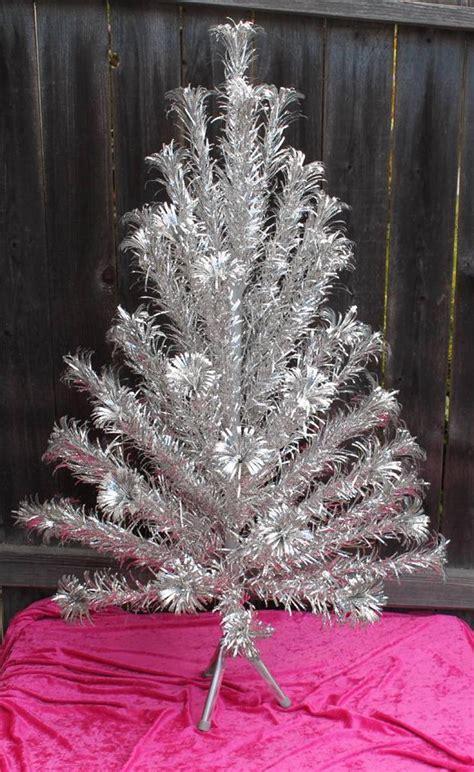 vintage aliminum 4 foot christmas trees vintage aluminum pom pom tree 4 58 branches evergleam ebay