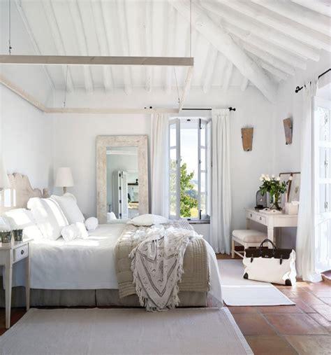 miroir plafond chambre 1001 modèles inspirantes de la chambre blanche et beige