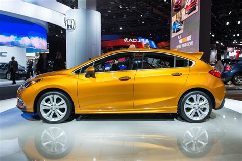 Chevy Cruise Diesel by 2017 Chevrolet Cruze Hatch Gm Authority
