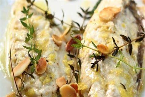 cucinare filetti di sgombro ricetta dei filetti di sgombro in padella con mandorle