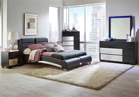 Coaster Havering Upholstered Platform Bedroom Set Black