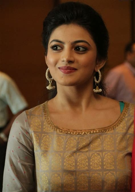 Actress Anandhi Beautiful Pictures And Hot Wallpapers ...