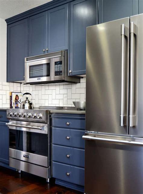 oak kitchen cabinets refinished  hale navy benjamin