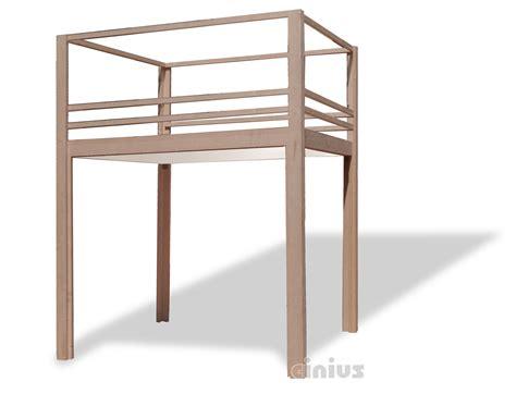 futon cinius lit mezzanine yen e avec des poteaux pour de hauts plafonds