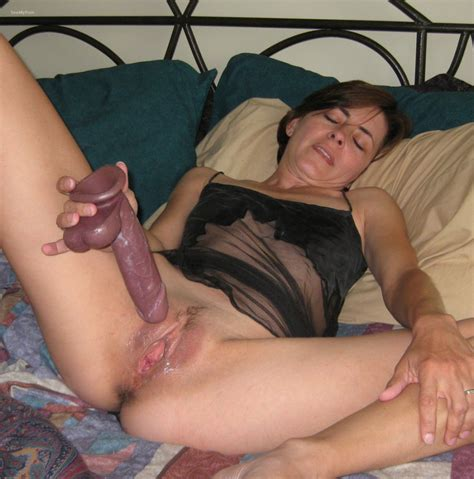 Mature Amateur Masturbating Creamy Pussy With Dildo And