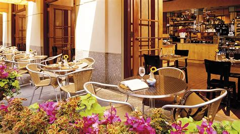cuisine style cagne chic upscale restaurant chicago european style pierrot