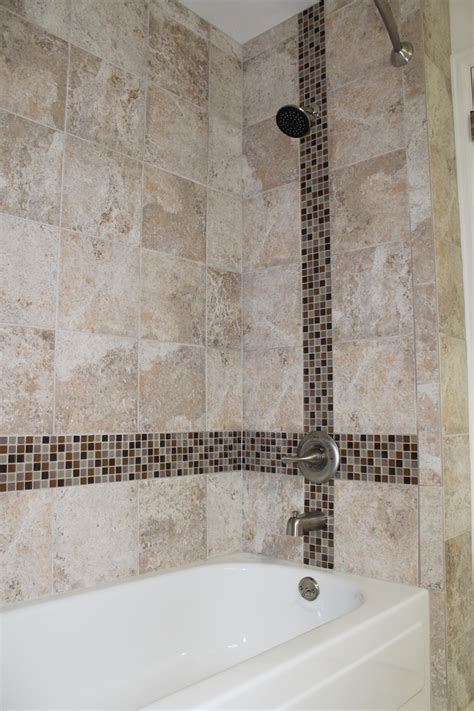 Kitchen Ceramic Tile Ideas - using glass tile as an accent