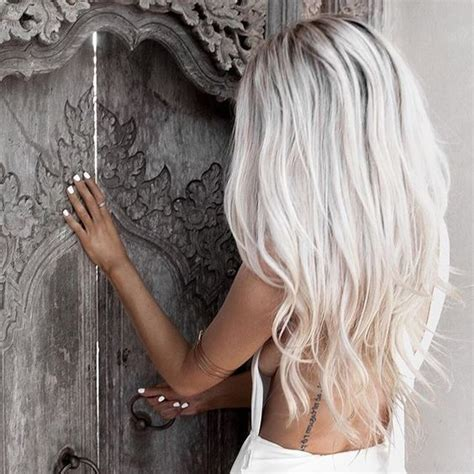 Hair White Skin by Picture Of Icy Hair Looks Ideal With Tanned