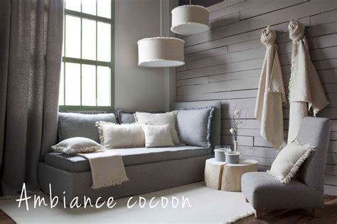 canapé avec coussin idée de déco de salon chaleureuse ma décoration maison