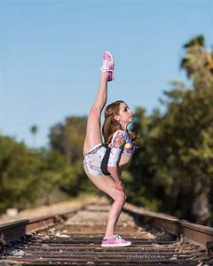 This is Anna Mcnulty She would make a great contortionist! ~//dance\~ Pinterest