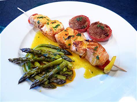 cuisiner restes de poulet brochettes de saumon sauce safran sur plancha la recette