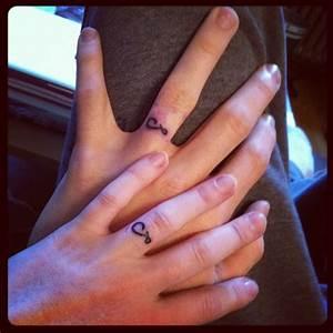 Tatouage Sur Doigt : tatouage alliance doigt les tatouages ~ Melissatoandfro.com Idées de Décoration