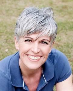 Coupe Cheveux Gris Femme 60 Ans : coupe courte cheveux gris femme 60 ans coiffures ~ Voncanada.com Idées de Décoration