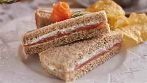 Smoked salmon & cream cheese sandwich – recipe | Unilever ...