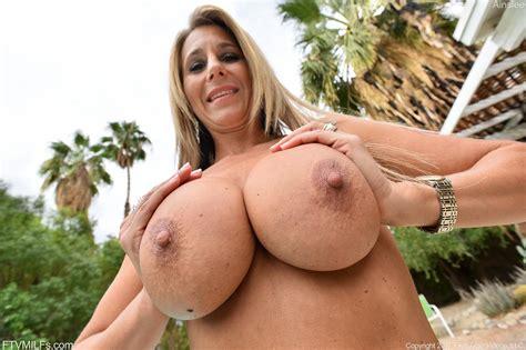 Blonde Girl Ainslee Strips Naked In Her Backyard Coed Cherry