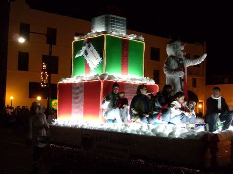 december    float themed frosty  snowmans