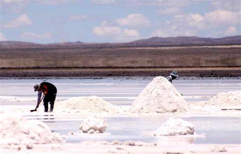dans le salar d uyuni le plus grand d 233 sert de sel au monde