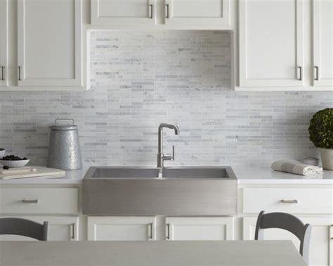 backsplash design light gray  whites kitchen