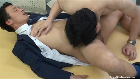 Japanese Guy Gives Head At The Office Gaydemon