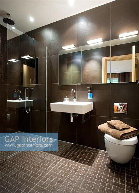 gap interiors modern bathroom image