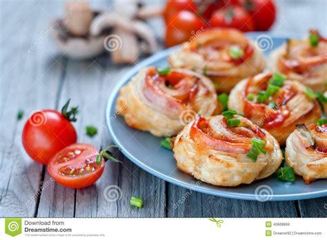 repas avec pate feuilletee repas avec pate feuilletee 28 images tarte feuillet 233 e aux tomates et au fromage coup de