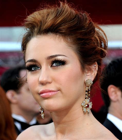 miley cyrus eye color an indian s makeup oscars 2010 miley cyrus makeup