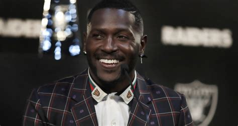 Antonio Brown Suffered Frostbite On Feet In Cryo Chamber ...