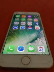 iPhone 7 Screen Cracked