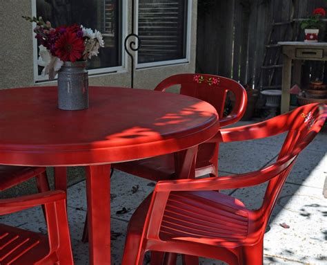 Plastic Patio Furniture by Patio Furniture Makeover I M In With Spray Paint